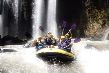 rafting adventure One day rafting at Pekalen river