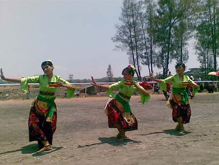Iringan Musik Pembukaan Karapan Sapi Bull Race   The Exotic Culture of Madura