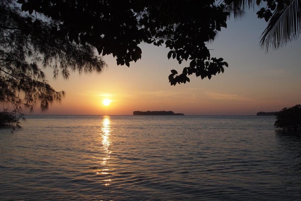sunset pulau pantara