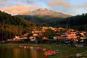 telaga sarangan 300x200 Sarangan Lake and Grojogan Sewu Tour
