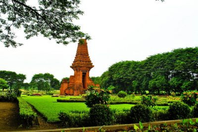 Bajang Ratu temple Trowulan 400x267 Welcome