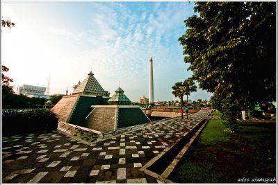 Museum dan Tugu Pahlawan Surabaya 400x267 Welcome