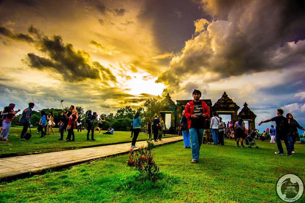 Waiting for sunset in Ratu Boko site