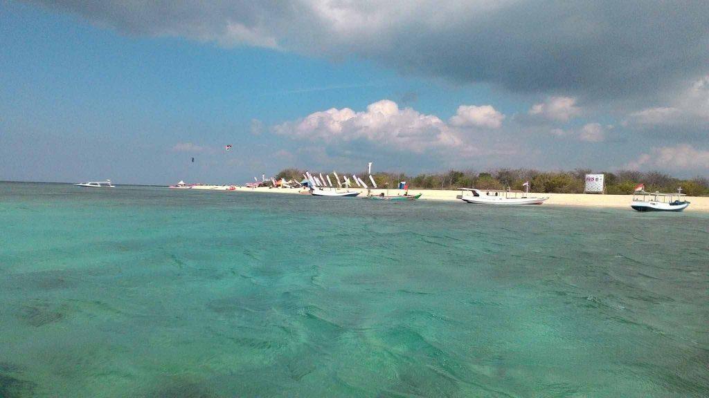 Kitesurfing at Tabuhan island