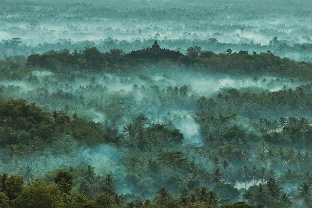Punthuk Setumbu Borobudur sunrise Borobudur sunrise from Punthuk Setumbu