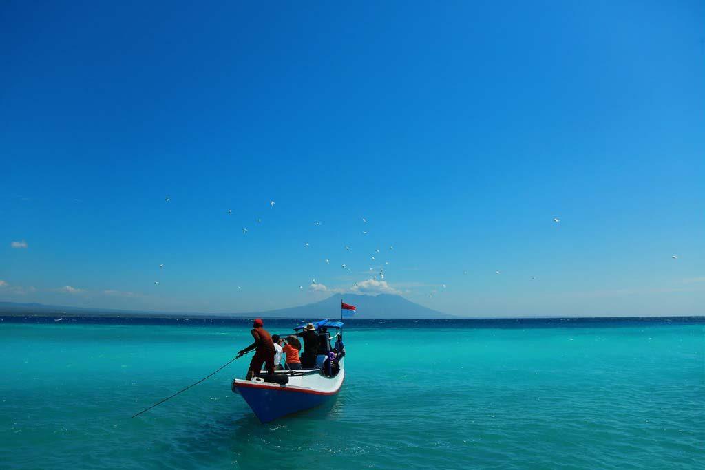 Snorkeling Boat at Tabuhan island