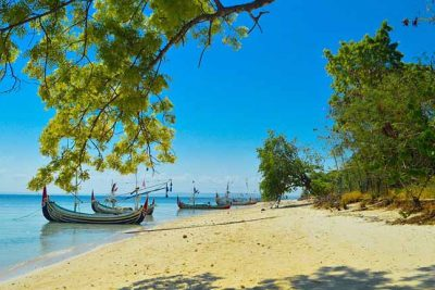 Gili Labak beach view 400x267 Welcome