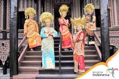 Pakaian Adat Minangkabau 400x267 Welcome