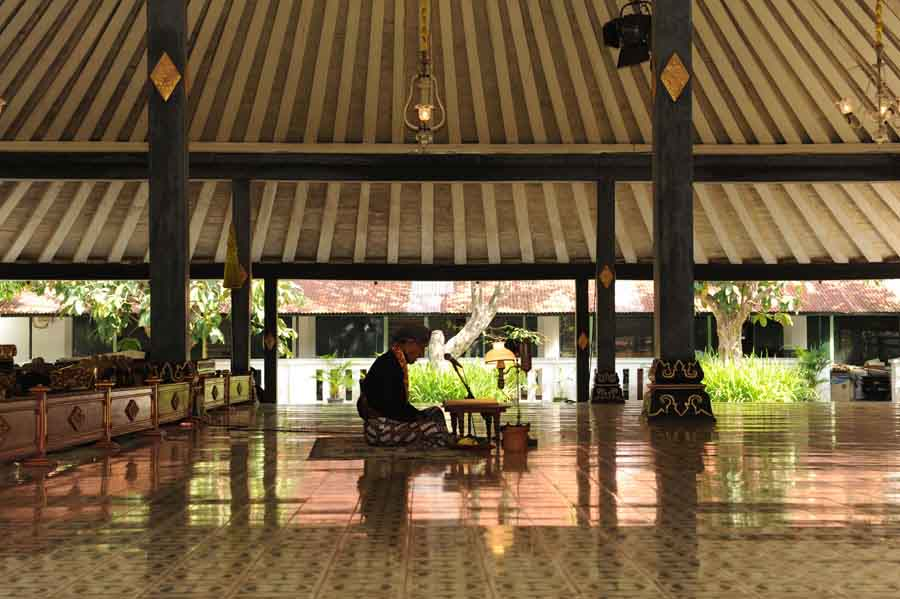 Petugas Keraton Yogyakarta
