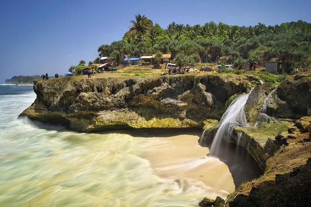 Banyu Tibo beach Pacitan