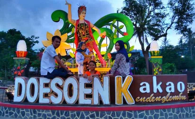 Family tour at Dusun Kakao Kendenglembu