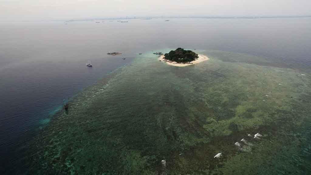 Small-Samalona-island-of-Makassar