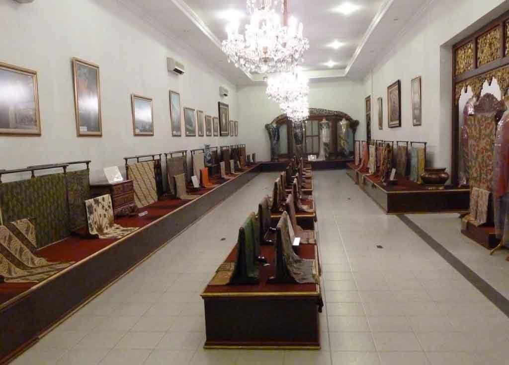 Danar Hadi Batik Museum - Solo