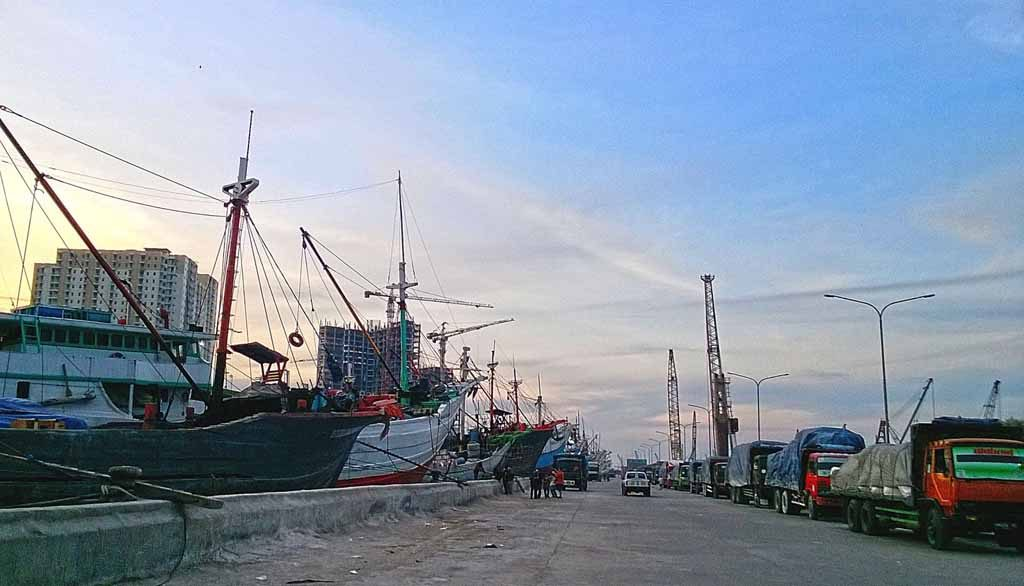 Sunda Kelapa Harbour 1024x586 Feast Your Eyes With a Tour to Jakarta, the Best Tourist Destination of Southeast Asia!